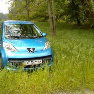 Продам срочно автомобиль Peugeot 107