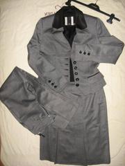 Продаётся классный фирменный костюм-тройка.